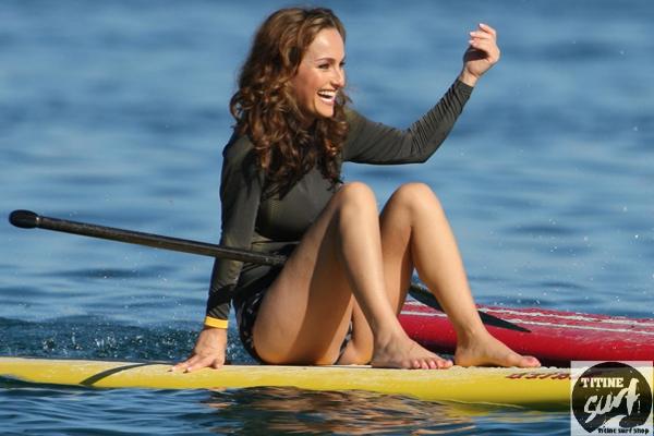 วิธีการเลือกชุด bikini เพื่อใส่เล่น surf อย่างเหมาะสม